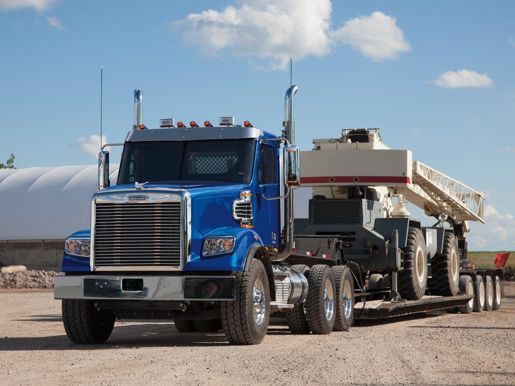 Freightliner 122SD heavy haul Truck