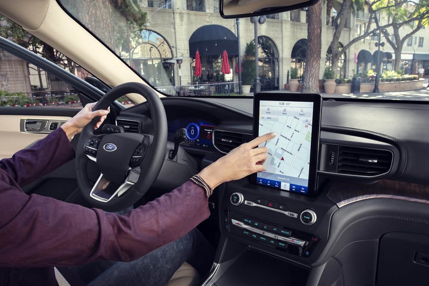 2020 Ford Explorer SUV Interior