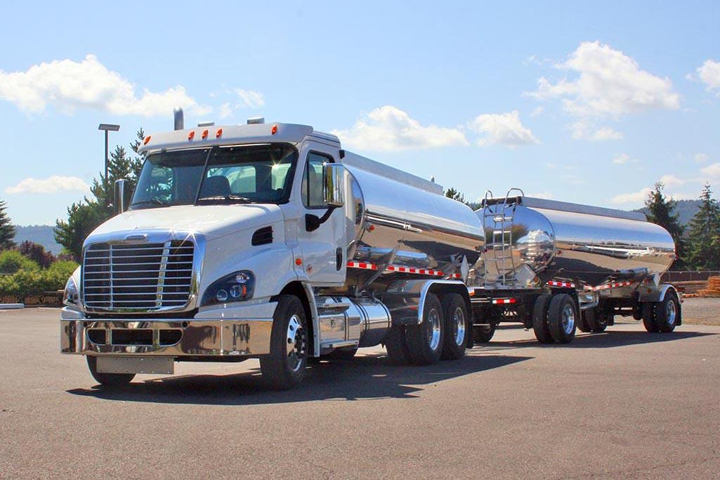 Freightliner Classic Cascadia Trucks - Tanker & Bulk Trucks