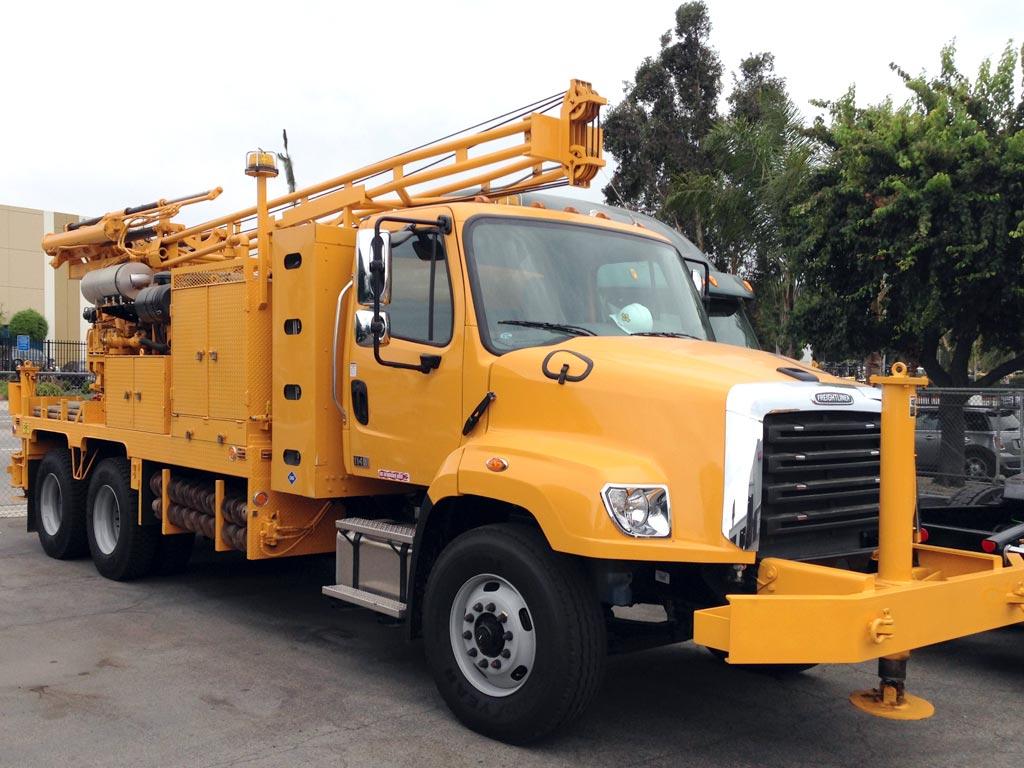 freightliner 114sd crane cng truck