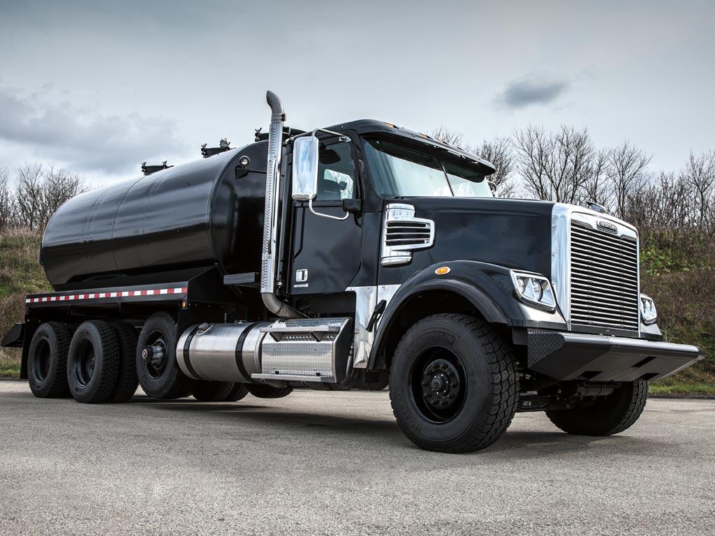 freightliner 122sd gas truck